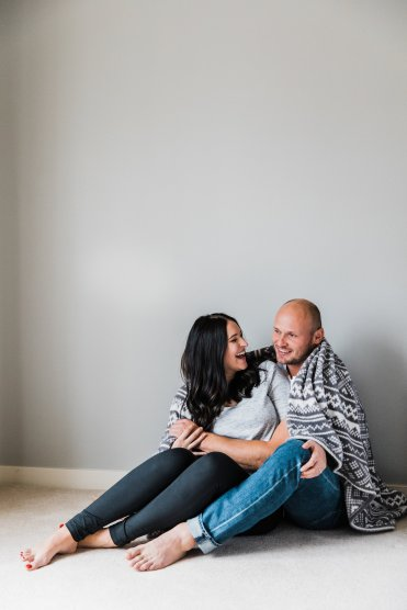 Maternity Lifestyle Session | Maternity at Home Poses