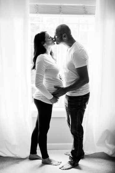 Maternity Photos Lifestyle | Maternity Poses with Husband