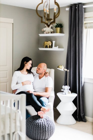 Maternity Photography Poses | Lifestyle Photos | With Husband